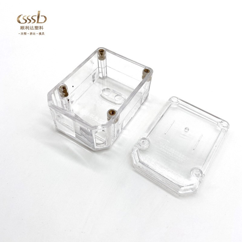 Clear injection molded part